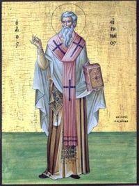 28 czerwca Święty Ireneusz, biskup i męczennik Ireneusz urodził się w Smyrnie (dzisiejszy Izmir w Turcji) około 130 r. (chociaż podawane są też daty między 115 a 125 rokiem albo między rokiem 130 a 142). Był uczniem tamtejszego biskupa, św. Polikarpa - ucznia św. Jana Apostoła. W swoim dziele Przeciw herezjom Ireneusz pisze, że gdy był uczniem św. Polikarpa, ten był już starcem. Apostołował w Galii (teren dzisiejszej Francji). Stamtąd w 177 r. został wysłany przez chrześcijan do papieża Eleuteriusza z misją. Kiedy Ireneusz był w drodze do Rzymu, w mieście nastało krwawe prześladowanie, którego ofiarą padli św. Potyn, biskup Lyonu, i jego 47 towarzyszy. Kiedy Ireneusz powrócił do Lyonu (łac. Lugdunum), został powołany na biskupa tegoż miasta po św. Potynie. Jako wybitny teolog zwalczał w swoich pismach gnostyków, wykazując, że tylko Kościół przechował wiernie tradycję otrzymaną od Apostołów. Nie wiemy nic o działalności duszpasterskiej Ireneusza. Pozostawił jednak dzieło, które stanowi prawdziwy jego pomnik i wydaje najwymowniejsze świadectwo o wiedzy teologicznej autora, jak też o żarliwości apostolskiej o czystość wiary. Ireneusz używał greki. W swoim dziele Przeciw herezjom (które zachowało się w jednej z łacińskich kopii) przedstawił wszystkie błędy, jakie nękały pierwotne chrześcijaństwo. Jest to więc niezmiernie ważny dokument. Zbija on błędy i daje wykład autentycznej wiary. Zawiera nie tylko indeks herezji, ale także sumę tradycji apostolskiej i pierwszych Ojców Kościoła. Drugie dzieło, Dowód prawdziwości nauki apostolskiej, zachowało się w przekładzie na język ormiański. Ireneuszowi zawdzięczamy pojęcie Tradycji i sukcesji apostolskiej, a także spis papieży od św. Piotra do Eleuteriusza. Euzebiusz z Cezarei (pisarz i historyk Kościoła żyjący na przełomie III i IV w.) nie podaje, jaką śmiercią pożegnał życie doczesne w 202 r. Ireneusz, ale wyraźnie o jego męczeńskiej śmierci w czasach prześladowań Septymiusza Sewera piszą św. Hieronim (w. V) i św. Grzegorz z 
