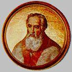 II 22 czerwca Błogosławiony Innocenty V, papież Piotr urodził się około 1224 w Tarantaise, w diecezji lyońskiej, albo w miejscowości o tej samej nazwie, położonej w Sabaudii. Mając szesnaście lat, wstąpił w Lyonie do dominikanów. W 1255 r. udał się do Paryża na zakonne studium generale. W czasie, gdy rozgorzała kampania przeciw zakonom żebrzącym, podjął wykłady jako bakałarz nauk biblijnych. Swój staż ukończył pod patronatem Hugona z Metzu i Bartłomieja z Tours. W 1259 r. wraz ze św. Albertem Wielkim, św. Tomaszem z Akwinu i kilkoma innymi braćmi został powołany na kapitułę generalną do Valenciennes. Utworzyli wtedy komisję ad promotionem studii. Na początku roku szkolnego 1259/1260 generał zakonu wyznaczył go na stanowisko, które nazywano wówczas katedrą Francuzów. Gdy w 1263 r. generałem został bł. Jan z Vercelli, anonimowy denuncjator przedłożył mu 108 twierdzeń, wyjętych z komentarza Piotra do Sentencji Lombarda. Dominikanin musiał wtedy opuścić katedrę. Rok później wybrano go prowincjałem prowincji francuskiej, natomiast Tomasz z Akwinu, zapytany o zdanie, wyraził o nim opinię pozytywną. W 1267 r. powrócił do nauczania, ale już w dwa lata później na nowo objął urząd prowincjała. W rządzeniu opowiadał się za ograniczaniem liczby fundacji; zalecał rezygnację z tych, które miałyby powstać w małych miasteczkach, popierał natomiast otwieranie domów w wielkich ośrodkach. Nakazywał ostrożność w przyjmowaniu nowicjuszy, zachęcał przełożonych do korzystania z prawa upominania. W 1272 r. papież Grzegorz X chciał mianować Piotra arcybiskupem Lyonu, ale dominikanin uchylił się od tej godności. Przyjął ją po ponownym apelu papieża. Było to tym donioślejsze, że Grzegorz X zamierzał obrać Lyon na miejsce planowanego soboru powszechnego. W rok później papież mianował Piotra kardynałem. W 1274 r. Piotr wygłosił przemówienie na otwarcie trzeciej sesji soborowej. Wkrótce przemawiał też na pogrzebie św. Bonawentury. Grzegorz X zmarł w Arezzo, wracając z soboru do Rzymu. Piotra z T