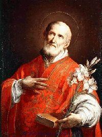 """Filip urodził się we Florencji 21 lipca 1515 r. jako syn Franciszka i Lukrecji Mosciano. Na chrzcie otrzymał imiona Filip Romulus. Był bardzo pociągający w swojej zewnętrznej postaci, jak też w obejściu. Wyróżniał się poczuciem humoru i talentem jednania sobie ludzi. Początkowo nauki pobierał we florenckiej szkole S. Giorgio. Duchowo kształtowali go dominikanie z konwentu San Marco (przez cale życie był wielbicielem Girolamo Savonaroli). Po przedwczesnej śmierci matki i starszego brata, kiedy pogorszyły się znacznie warunki majątkowe ojca, Filip udał się do swojego bezdzietnego stryja w San Germano (dziś miasto Cassino) pod Monte Cassino, by wyręczyć go w zawodzie kupca i odziedziczyć po nim znaczną fortunę. Miał wówczas 17 lat. W czasie pobytu u stryja odwiedzał często opactwo benedyktynów, a jego kierownikiem duchowym był Euzebiusz z Eboli. Przyjął wówczas za swoją dewizę benedyktynów: Nihil amori Christi praeponere (Nic nie przedkładać ponad miłość do Chrystusa). Wkrótce Filip zrezygnował z pomyślnej dla siebie okazji zdobycia zawodu i majątku i udał się do Gaety. Po krótkim pobycie w tym mieście skierował swoje kroki do Rzymu, gdzie miał pozostać do końca swego życia - a więc przez ponad 60 lat (1534-1595). Tam rozpoczął studia filozoficzne i teologiczne. Jednocześnie był wychowawcą dwóch synów w domu zamożnego florentczyka, dzięki czemu miał zapewniony byt. Prowadził życie modlitwy i umartwienia. W wolnym czasie nawiedzał kościoły, sanktuaria i zabytki Wiecznego Miasta. Kiedy w roku 1544 w Zielone Święta znalazł się w katakumbach św. Sebastiana, które były ulubionym miejscem jego wypraw, wpadł w ekstatyczny zachwyt: poczuł, jak tajemnicza ręka wyciąga mu z boku dwa żebra, a jego serce, podobne do ognistej kuli, groziło rozsadzeniem piersi. W tym czasie Filip założył towarzystwo religijne pod nazwą """"Bractwa Trójcy Świętej"""" do obsługi pielgrzymów i chorych. Widział bowiem, jak te wielkie rzesze pątników potrzebowały pomocy duchowej, a często i materialnej. Był to"""