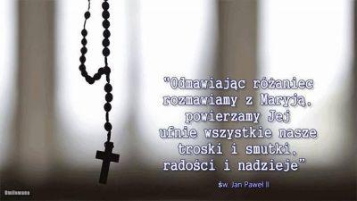 """""""Zawsze odmawiajcie różaniec, róbcie to tak często, jak tylko jest możliwe. Szatan zawsze próbuje zniweczyć tę modlitwę, lecz nigdy tego nie osiągnie. To jest modlitwa Tego, który jest Panem wszystkiego i wszystkich. A Matka Boża nauczyła nas tej modlitwy, jak kiedyś Pan Jezus nauczył nas """"Ojcze nasz"""" (św.o.Pio)."""