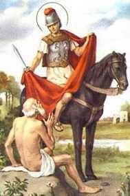 III1111  Św. Marcina z Tours, biskupa (WO) Św. Marcin z Tours urodził się w 316/317? roku w Sabarii (Szombathely? ) - na terenie dzisiejszych Węgier. Ojciec był trybunem wojskowym. Uczył się w Ticinium (Pawia). Mając 15 lat wstąpił do armii Konstancjusza II. Żebrakowi proszącemu o jałmużnę u bram miasta Amiens oddał połowę swej opończy Następnej nocy ukazał mu się Chrystus odziany w ten płaszcz. Pod wpływem tego wydarzenia przyjął chrzest i opuścił wojsko (356). Miał wtedy 18 lat. Odwiedził swoich rodziców których doprowadził do chrześcijaństwa. Następnie udał się do św. Hilarego, biskupa Poitiers, stając się jego uczniem. Po pewnym czasie osiadł jako pustelnik na wysepce Gallinaria w pobliżu Genui. W 361 roku założył pierwszy klasztor w Galii - w Ligugé. Dziesięć lat później, mimo jego sprzeciwu, lud wybrał go biskupem Torus. Św. Marcin jako pasterz diecezji prowadził nadal surowe życie mnisze, budząc sprzeciw okolicznych biskupów. Klasztory które zakładał, łączyły koncepcję życia mniszego z pracą misyjną. Sam odbył wiele wypraw misyjnych. Zmarł 8 listopada 397 roku w Candes podczas podróży duszpasterskiej. Jego ciało sprowadzono Loarą do Tours i pochowano 11 listopada. Jako pierwszy wyznawca - nie męczennik - zaczął odbierać cześć świętego w Kościele Zachodnim. Relikwie spoczywają w bazylice wzniesionej ku czci Świętego. Jest patronem Francji, królewskiego rodu Merowingów diecezji w Eisenstadt, Mainz, Rotterburga, Amiens. dzieci, hotelarzy jeźdźców kawalerii, kapeluszników kowali, krawców młynarzy tkaczy podróżników więźniów właścicieli winnic, żebraków żołnierzy.  W IKONOGRAFII przedstawiany jest św. Marcin w stroju biskupa lub jako żołnierz oddający płaszcz żebrakowi. Jego atrybutami są: dzban, gęś na księdze, gęś u jego stóp, koń, księga, model kościoła, dwa