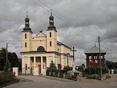 1015 św. Teresie z Ávili[a].  Kościół św. Teresy z Ávili w Wyśmierzycach – rzymskokatolicki kościół parafialny w mieście Wyśmierzyce. Mieści się przy ulicy Kościelnej. Historia Jego budowa została ukończona w 1856. Był to kościół murowany. Jego fundatorem był Zenon Korwin-Krasowski, właściciel wsi Grzmiąca. Okazało się jednak że świątynia jest za mała. W latach 1868-1879 świątynia została rozbudowana dzięki funduszom Teresy z Brochowskich Witkowskiej. W 1920 po raz kolejny powiększono świątynię, dobudowując fronton. W takim stanie kościół zachował się do dzisiaj.  Wyposażenie Wyposażenie świątyni pochodzi głównie z epoki baroku. Są to m.in obrazy Trójcy Świętej i Pokłonu Trzech Króli pochodzące z XVII wieku oraz sprzęt i szaty liturgiczne z XVII-XVIII wieku.