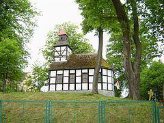 1020 Parafia św. Jana Kantego  Parafia św. Jana Kantego w Dobrowie została utworzona 4 sierpnia 1989 roku. Należy do dekanatu Białogard diecezji koszalińsko-kołobrzeskiej. Kościół parafialny został zbudowany na przełomie XVII i XIX wieku, poświęcony w 1971 roku. Mieści się pod numerem 12.