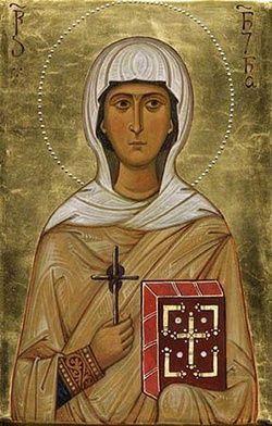 14 stycznia 2020wtorek Rok liturgiczny: A/II I Tydzień zwykły - Suknia pełna zdrowia - św. Nina z Gruzji -- W środku nocy Nina przytuliła niemowlę, okryła je własną suknią i zaczęła gorąco błagać o cud. Dziecko wyzdrowiało.  Nino, spakuj się i jedź do Gruzji – usłyszała młodziutka dziewczyna. Mieszkała w Kapadocji, na terenie dzisiejszej Turcji. Była krewną samego patriarchy Jerozolimy Juwenaliusza. Mieszkała sama. Tuż po jej narodzeniu ojciec odszedł, by żyć w samotności na pustyni, a matka została diakonisą. Maleńką Ninę oddano na wychowanie znajomej staruszce. Wieczorami kobieta często opowiadała dziewczynce o dalekim skalistym kraju – Iwerii (Gruzji). Dziewczyna przypomniała sobie tę nazwę, gdy w czasie modlitwy usłyszała stanowczy glos: – Nino, jedź do Gruzji. Zabierz ze sobą krzyż! Zaniemówiła z wrażenia, ale rychło spakowała się i ruszyła w stronę ogromnych postrzępionych szczytów Kaukazu. Kroniki podają, że do Gruzji dotarła w 319 roku jako niewolnica. Zastała kompletnie pogański kraj. Czuła się bardzo samotna. Co mogła zdziałać w tak wielkim kraju jedna, słaba dziewczyna?  Wnet objawił się jej niezwykły dar, którym podbiła serca twardych Gruzinów. Gdy w domu, w którym służyła, zachorowało dziecko, kompletnie załamani rodzice wysłali niewolnicę, by czuwała przy kołysce. W środku nocy Nina przytuliła niemowlę, okryła je swą suknią i zaczęła gorąco błagać o cud. Dziecko wyzdrowiało. O niezwykłym zdarzeniu opowiadano z wypiekami na twarzy w okolicznych osadach. Niebawem wiadomość o służącej, która swymi modłami przywraca zdrowie, dotarła do samego dworu królewskiego. Gdy o darze niewolnicy usłyszała Nana, żona władcy Kartlii, wezwała ją do siebie. Chorowała od dawna, a lekarze bezradnie rozkładali ręce. – Pani, nie jestem godna, by przyjść na twój dwór – odpowiedziała Nina, więc królowa sama odwiedziła dom niewolnicy. Nina okryła ją suknią i zaczęła błogosławić Boga. Królowa wyzdrowiała. Zachwycony król nagrodził niewolnicę srebrem i złotem, ale ta kazała odesł