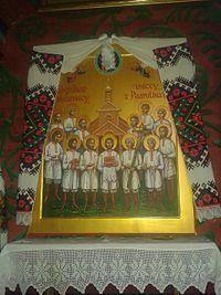 23 stycznia 2020czwartek Rok liturgiczny: A/II Dzień powszedni albo wspomnienie Błogosławionych Wincentego Lewoniuka i Towarzyszy, męczenników z Pratulina ---------------------- Męczennicy z Pratulina, Męczennicy podlascy, Męczennicy pratulińscy, Męczennicy uniccy – 13 unitów zamordowanych w Pratulinie, błogosławieni Kościoła katolickiego.  24 stycznia 1874[1] wojsko rosyjskie (w tym formacje kozackie) otworzyło ogień do parafian modlących się przed świątynią skonfiskowaną przez zaborcę na rzecz prawosławia. Akt ten był najgłośniejszym epizodem prześladowań, które nastąpiły w związku z kasatą unickiej diecezji chełmskiej i przymusowym podporządkowywaniem unitów Rosyjskiej Cerkwi Prawosławnej, w ramach polityki rusyfikacji ------------ Geneza męczeństwa W drugiej połowie XIX wieku car Aleksander II podpisał program likwidacji Kościoła unickiego, co w praktyce miało doprowadzić do wcielenia unickiej diecezji chełmskiej do Rosyjskiego Kościoła Prawosławnego. Realizacja programu miała doprowadzić do zerwania jedności unitów z Kościołem katolickim i ułatwić rusyfikację. Księży sprzeciwiających się carskim reformom usuwano z parafii, zsyłano bądź więziono.  W Pratulinie po wywiezieniu proboszcza parafianie przeciwstawili się przekazaniu świątyni duchownemu prawosławnemu. Wobec braku możliwości porozumienia mieszkańców z przydzielonym księdzem gubernator carski wprowadził wojsko. Miejscowi unici świadomi zagrożenia życia udali się pod świątynię by jej bronić. Zostali rozstrzelani w pozycji klęczącej w czasie modlitwy[1].  Do podobnych wydarzeń doszło 17 stycznia 1874 w Drelowie, gdzie od kul carskich żołnierzy zginęło 13 unitów. Był wśród nich lokalny przywódca unickiego oporu Semen Pawluk.  13 męczenników z Pratulina Wincenty Lewoniuk – l. 25, pochodzący z Woroblina. Wśród sąsiadów i znajomych cieszył się opinią pobożnego i przywiązanego do Kościoła człowieka. Podczas obrony świątyni zginął od pierwszej salwy karabinowej. Daniel Karmasz – l. 48, żonaty. Jako przewodnicząc