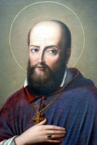 """24 stycznia 2020piątek Rok liturgiczny: A/II Wspomnienie Św. Franciszka Salezego, biskupa i doktora Kościoła ----- Duszpasterz świeckich - św. Franciszek Salezy Nie złość się nigdy na siebie ani na własne niedoskonałości. Takie gniewy, smutki i kwasy, skierowane przeciw sobie samemu, zmierzają do pychy.  Miarą kochania Boga jest kochanie Go bez umiaru – takie było życiowe motto św. Franciszka Salezego (1567–1622). Pochodził z Sabaudii – księstwa położonego u zbiegu Francji, Włoch i Szwajcarii. Szlachetnie urodzony, studiował prawo i teologię w Paryżu i w Padwie. Mimo oporów zamożnej rodziny został księdzem, a następnie biskupem Genewy. Zasłynął jako gorliwy, mądry i łagodny duszpasterz. Wraz ze św. Joanną de Chantal, wdową i matką czwórki dzieci, założył zakon klauzurowy wizytek. W działalności duszpasterskiej skutecznie posługiwał się słowem pisanym, dlatego papież Pius XI ogłosił go w 1923 r. patronem dziennikarzy i katolickiej prasy.  Bodaj największą zasługą Salezego było stworzenie podstaw duchowości świeckich. Wymiana listów z osobami, dla których był kierownikiem duchowym, zaowocowała powstaniem arcydzieła religijnego piśmiennictwa """"Filotea, czyli droga do życia pobożnego"""". To pionierski przewodnik dla świeckich, którzy dążą do chrześcijańskiej doskonałości, żyjąc w świecie. Autor akcentuje powszechne powołanie do świętości: """"Jest to błąd przeciwny wierze, wprost herezja, chcieć rugować życie pobożne z obozu żołnierskiego, z warsztatu rękodzielniczego, z dworu książąt, z pożycia małżeńskiego"""".  Każdy człowiek powinien odnaleźć swoją drogę. """"Inaczej ma się ćwiczyć w pobożności szlachcic, inaczej rzemieślnik lub sługa, inaczej książę, inaczej wdowa, panna lub mężatka. I nie dosyć na tym. Potrzeba jeszcze, żeby każda jednostka dostosowała sposób praktykowania pobożności do swych sił, zajęć i obowiązków. Pobożność nie psuje niczego, gdy jest prawdziwa, lecz owszem – doskonali wszystko"""". Tak więc nikt nie wymaga od nas rzeczy niemożliwych, uczy mądry bp Franciszek"""