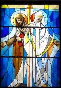 14 lutego 2020piątek Rok liturgiczny: A/II Święto świętych Cyryla, mnicha, i Metodego, biskupa - patronów Europy ---------------- 14 lutego Święci Cyryl, mnich, i Metody, biskup patroni Europy ----------------------------------- Cyryl urodził się w Tesalonikach w 826 r. jako siódme dziecko w rodzinie Leona, który był wyższym oficerem miejscowego garnizonu. Jego właściwe imię to Konstanty, imię Cyryl przyjął pod koniec życia, wstępując do zakonu. Po studiach w Konstantynopolu został bibliotekarzem przy kościele Hagia Sophia. Później usunął się na ubocze. Z czasem podjął w szkole cesarskiej wykłady z filozofii. Wkrótce potem, w 855 r. udał się na górę Olimp do klasztoru w Bitynii, gdzie przebywał już jego starszy brat - św. Metody. Na żądanie cesarza Michała III obaj wyruszyli do kraju Chazarów na Krym, aby rozwiązać spory religijne między chrześcijanami, Żydami i Saracenami. Cyryl przygotował się do tej misji bardzo starannie - nauczył się języka hebrajskiego (by dyskutować z Żydami) i syryjskiego (by prowadzić dialog z Arabami, przybyłymi z okolic Syrii). Po udanej misji został wysłany z bratem przez patriarchę św. Ignacego, aby nieść chrześcijaństwo Bułgarom. Pośród nich pracowali pięć lat. Następnie, na prośbę księcia Rościsława udali się z podobną misją na Morawy, gdzie wprowadzili do liturgii język słowiański pisany alfabetem greckim (głagolicę). Potem jeden z uczniów św. Metodego wprowadził do tego pisma majuskuły (duże litery) alfabetu greckiego. Pismo to nazwano cyrylicą. Cyryl przetłumaczył Pismo Święte na język starocerkiewno-słowiański. Inkulturacja chrześcijaństwa stała się przyczyną ich cierpień, a nawet prześladowań. Z Panonii (Węgier) bracia udali się do Wenecji, by tam dla swoich uczniów uzyskać święcenia kapłańskie. Jednak duchowieństwo tamtejsze przyjęło ich wrogo. Daremnie Cyryl przekonywał swoich przeciwników, że język nie powinien odgrywać warunku istotnego dla przyjęcia chrześcijaństwa. Bracia zostali oskarżeni w Rzymie przed papieżem św. Mikoła