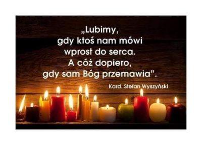 Bojaźń Boża  Bojaźń Pańska* to chwała i chluba, wesele i korona radosnego uniesienia. Bojaźń Pańska zadowala serca, daje wesele, radość i długie życie. Temu, kto się Pana boi, dobrze będzie na końcu, a w dniu swej śmierci będzie błogosławiony. Początkiem mądrości jest bojaźń Pana, i dla tych, którzy są [Mu] wierni, wraz z nimi została stworzona w łonie matki*. Założyła u ludzi fundament wieczny, a u ich potomstwa znajdzie zaufanie. Pełnia mądrości to bać się Pana, który upoi ich* owocami swoimi. Cały ich dom napełni pożądanymi dobrami, a spichlerze swymi płodami. Koroną mądrości - bojaźń Pańska, dająca pokój i czerstwe zdrowie. . Wiedzę i poznanie rozumu jak deszcz wylał, i wywyższył chwałę tych, co ją posiadają. Korzeń mądrości to bać się Pana, a gałęzie jej - długie życie*.  / Syr 1, 11 - 20 /