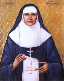 """25 marca Błogosławiona Jozafata Michalina Hordaszewska, dziewica ---------------------------- Michalina przyszła na świat 20 listopada 1869 roku we Lwowie. Ósmego dnia po urodzeniu przyjęła sakrament chrztu w obrządku wschodnim. Była piątym dzieckiem z ośmiorga. Rodzina żyła skromnie. Jej ojciec był stolarzem, a matka zajmowała się prowadzeniem małego gospodarstwa. Po skończeniu szkoły powszechnej Michalina została wysłana do pracy w sklepie. Od dziecka odznaczała się wielką pobożnością. Wraz ze swoją siostrą Anną nieraz bawiły się w pustelniczki i żywiły się korzonkami. Czasem Michalina znikała na parę godzin. Po długich poszukiwaniach okazywało się, że ukryła się w leśnej kapliczce, spędzając tam czas na modlitwie. Wcześnie zrodziła się w niej myśl o wstąpieniu do zakonu. W 1888 roku wzięła udział w rekolekcjach dla młodzieży, które głosili we Lwowie ojcowie bazylianie. Zetknęła się wtedy z ojcem Jeremiaszem Łomnickim. Wyspowiadała się u niego z całego życia. W rok później złożyła prywatny ślub czystości, który następnie co roku ponawiała. Zakonnik od razu dostrzegł, że Michalina została powołana przez Pana Boga. Na Ukrainie istniało w tym czasie tylko jedno kontemplacyjne zgromadzenie żeńskie, sióstr bazylianek, i do niego właśnie Michalina pragnęła wstąpić. Tymczasem ojciec Jeremiasz, w porozumieniu ze swoimi współbraćmi, zaproponował jej założenie zgromadzenia żeńskiego obrządku bizantyjsko-ukraińskiego. Dał jej czas na przemodlenie przed Bogiem tej sprawy. Nie krył przed nią trudności i przykrości, jakie mogły ją spotkać. Ona sama tak pisała o swoich rozterkach: """"Początkowo wahałam się, stojąc przed nieznanym, lecz kiedy zastanowiłam się nad potrzebami mojego biednego narodu i dostrzegłam w tym dla mnie wolę Bożą, zdecydowałam się iść za głosem Boga i okazać gotowość na wszelkie ofiary, jakich wymagać będzie przyszłe zgromadzenie"""". Gdy Michalina podjęła decyzję, ojciec Jeremiasz polecił jej zamieszkać przez parę miesięcy u sióstr felicjanek, by tam przygotował"""