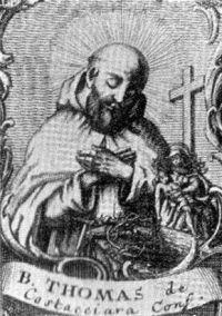 26 marca Błogosławiony Tomasz z Costacciaro  ------------------- Tomasz urodził się w połowie XIII w. na zamku San Savino w mieście Costacciaro (środkowe Włochy). W 1270 r. odwiedził klasztor kamedułów i zapragnął życia pustelniczego. Wstąpił do klasztoru Santa Maria di Sitria, ufundowanego w 1021 r. przez sławnego św. Romualda (+ 1027). Po kilku latach przełożony wysłał go niedaleko Monte Cucco (góra w Umbrii, 1566 m n.p.m.), aby tam wiódł życie samotne. Spędził tam 65 lat, żyjąc kontemplacją i surowo pokutując, praktycznie zapomniany przez okolicznych mieszkańców. Zmarł 25 marca 1337 r. Tuż po jego śmierci uznawano go za świętego; pochowany został w kościele św. Franciszka. Niedaleko ufundowano ku jego czci kaplicę. Jednak jego prawdziwy kult rozpoczął się z chwilą przeniesienia jego relikwii w 1546 r. pod ołtarz kościoła, gdzie do dzisiaj są przechowywane i czczone. Kult, zatwierdzony przez Klemensa VIII, został potwierdzony 18 marca 1778 r. przez Piusa VI i rozciągnięty na całą diecezję. W 1833 r. Grzegorz XVI jeszcze raz zatwierdził kult błogosławionego kameduły. Tomasz jest wzywany jako orędownik w chorobach brzucha. Liturgia wspomina go w rocznicę śmierci, natomiast mieszkańcy Costacciaro - w pierwszą niedzielę września.