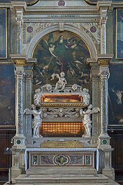 """XCIII 5 listopada 2020 czwartek Widzieli Niewidzialnego - św. Elżbieta i św. Zachariasz Cóż my wiemy o Zachariaszu? Tylko tyle, że był kapłanem z oddziału Abiasza...  """"Maryja weszła do domu Zachariasza i pozdrowiła Elżbietę. Gdy Elżbieta usłyszała pozdrowienie Maryi, poruszyło się dzieciątko w jej łonie, a Duch Święty napełnił Elżbietę. Zawołała ona i powiedziała: »Błogosławiona jesteś między niewiastami i błogosławiony jest owoc Twojego łona. A skądże mi to, że Matka mojego Pana przychodzi do mnie?«... Ojciec Jana Chrzciciela, Zachariasz, został napełniony Duchem Świętym i prorokował, mówiąc: »Błogosławiony Pan, Bóg Izraela, że nawiedził lud swój i wyzwolił go«"""" (Łk 1,40n.67n).  Cóż my wiemy o Zachariaszu? Tylko tyle, że był """"kapłanem z oddziału Abiasza. Miał on żonę z rodu Aarona, a na imię było jej Elżbieta. Oboje byli sprawiedliwi wobec Boga i postępowali nienagannie według wszystkich przykazań i przepisów Pańskich. Nie mieli jednak dziecka... oboje zaś byli już posunięci w latach"""" (Łk 1,5-6). Można przypuszczać, że nie doczekali chwili, gdy Jezus zaczął nauczać i czynić cuda. Pytanie, czy byli chrześcijanami, wydaje się zatem pytaniem źle postawionym. A jednak oboje są tak blisko Jezusa. A jednak oboje, nie znając Go, o Nim mówią. Zachariasz w pieśni: Błogosławiony Pan, Bóg Izraela, że nawiedził lud swój... Elżbieta zaś przy powitaniu Maryi: Błogosławiony jest owoc Twojego łona.  A skądże mi to, że Matka mojego Pana przychodzi do mnie? Chciałoby się powtórzyć słowa z Listu do Hebrajczyków: """"W wierze pomarli oni wszyscy, nie osiągnąwszy tego, co im przyrzeczono, lecz patrzyli na to z daleka i pozdrawiali, uznawszy siebie za gości i pielgrzymów na tej ziemi"""" (Hbr 11,13). Mowa o wielkich postaciach Starego Przymierza. O Mojżeszu natchniony Autor pisze: """"Wytrwał, jakby na oczy widział Niewidzialnego"""" (Hbr 11,27). Kogo Autor nazywa Niewidzialnym? Dokładna lektura Listu odsłania głębszy sens tych słów: """"Niewidzialnym"""" Starego Przymierza jest Jezus. Podówczas Niewidzi"""