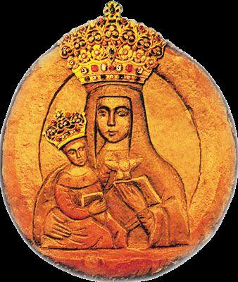 LII 26 września Najświętsza Maryja Panna Leśniańska 26 września 1683 r. dwaj chłopcy, pasący bydło, znaleźli na drzewie dzikiej gruszy jaśniejący obraz. Wizerunek, umieszczony w zbudowanym dlań kościele, zaczął gromadzić rzesze ludzi. W miejscu zaś, gdzie według tradycji ukazał się cudowny wizerunek, została później zbudowana kaplica. Komisja biskupia dwukrotnie: w 1684 i 1700 r. wydała dekret o niezwykłości łask. Doświadczyli ich już w czasie wyprawy pod Wiedniem Jan Michałowski i Grzegorz Kulczycki, wysłani przez króla Jana III Sobieskiego do księcia Lotaryngii. Musieli się oni w przebraniu przedzierać przez obóz turecki. Uratowali się, bo polecili się opiece Matce Bożej Leśniańskiej i kiedy wrócili szczęśliwie z wojny do kraju, złożyli Jej swoje wota oraz zabrane Turkom pałasze.  Obraz Matki Bożej LeśniańskiejParafię w Leśnej na Podlasiu erygowano w 1695 r. Na miejscu dawnego kościoła z XVIII w. stoi obecnie barokowy, murowany kościół pw. świętych Apostołów Piotra i Pawła i Narodzenia NMP. W ołtarzu głównym znajduje się wyryta na kamieniu płaskorzeźba Matki Bożej z Dzieciątkiem, pochodząca z XVII w. Przedstawia ona Matkę Bożę w półpostaci z Dzieciątkiem na prawym ręku, w lewej ręce trzymającą otwartą książkę, na której wspiera się skrzydłami gołębica. Pan Jezus natomiast w prawej rączce trzyma książkę, a lewą unosi do góry. Opiekę nad wizerunkiem i parafią powierzono zakonowi paulinów. W okresie zaborów klasztor zamknięto jednak za sprzyjanie powstaniu styczniowemu. Do budynków popaulińskich sprowadzono zaś mniszki prawosławne, a kościół przebudowano na cerkiew. Gorący kult Maryi Leśniańskiej trwał nieprzerwanie mimo ukrycia obrazu w obawie przed zabraniem około 1867 r. Obraz odnaleziono i w 1927 r. uroczyście wprowadzono do Leśnej. Wizerunek koronował kard. Stefan Wyszyński 18 sierpnia 1963 r. (w 280. rocznicę objawienia się) w obecności 12 biskupów i ok. 150 tys. pielgrzymów. W 1984 r. kościół leśniański podniesiono do godności bazyliki mniejszej. W głównych od